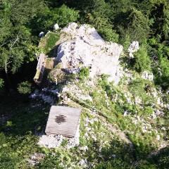 Prostor ostaja spomenik slaboumju slovenske koordinacije med sodno in izvršno vejo oblasti.