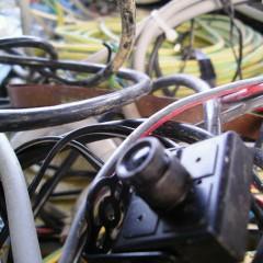 Videokamera se je znašla med kabli na deponiji